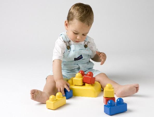 Sus juegos favoritos suelen ser construtor con Lego.