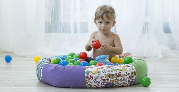 El juego favorito del bebé de un año suele ser Pelotas de Colores.