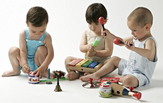 El xilofono, el primer instrumento para el bebé de un año.