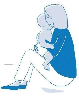 Abrazarlo de forma tierna y amorosa, juegos para bebés desde 3 meses