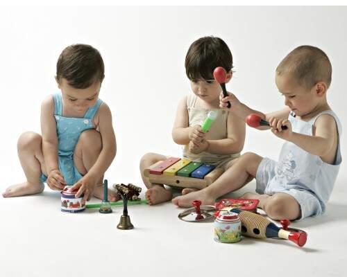 Juegos para bebés desde 12 meses. La caja de música para el niño de un año.