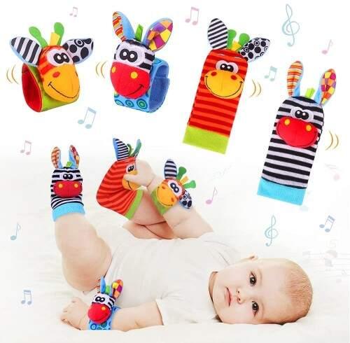 Juegos y juguetes para bebés desde 2 meses                               A partir de los dos meses puedes colocar estos patucos en las manos y los pies de tu bebé