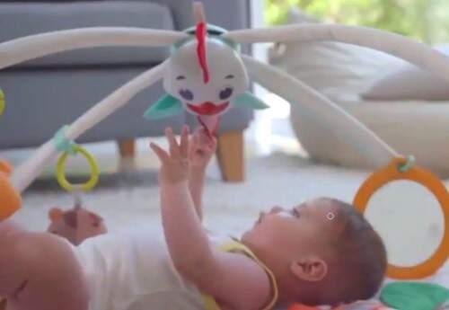 Juguetes para bebés desde 2 meses. video en YouTube                                  Puedes comenzar a utilizarlo el gimnasio a partir de los 2 meses