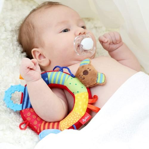 Sonajero con diseño de mariposa                       tiene el tamaño perfecto para el bebé de 2 meses.